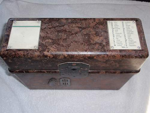 Click image for larger version.  Name:Feldfernsprecher FF 33 1939 serialnr 23349_1.jpg Views:19 Size:155.7 KB ID:960482