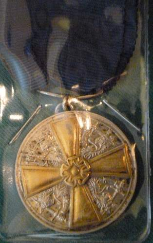 Click image for larger version.  Name:my Finnish Medal of the White Rose 1st Class with Gilt Cross close up front.jpg Views:324 Size:225.9 KB ID:424321