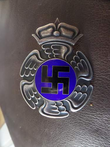 Finnish Pilot's Badge. Real or copy ?