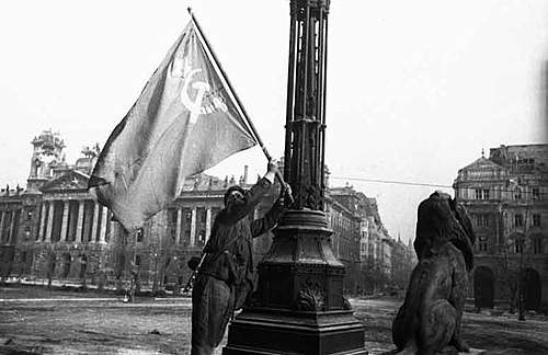Click image for larger version.  Name:berlin-1945-111.jpg Views:248 Size:75.5 KB ID:371300