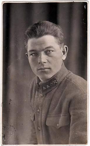 Click image for larger version.  Name:Soviet_Technical_Officer_Sverdlovsk_1933_a (Moyenne).jpg Views:90 Size:37.5 KB ID:53551