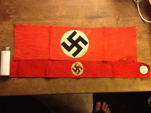 Parade banner or mini-armband ?