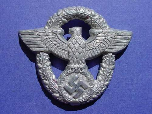 Click image for larger version.  Name:wwii german police cap pin02.jpg Views:803 Size:45.9 KB ID:66331