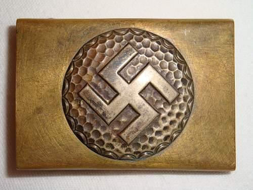 "Unidentified ""large swastika"" buckle ?"