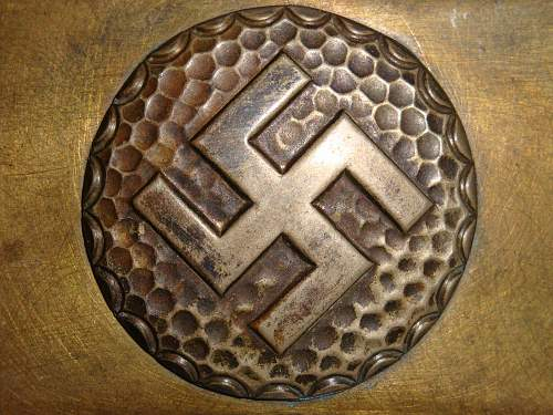 Click image for larger version.  Name:Unidentified Swastika Buckle Roundel.jpg Views:111 Size:261.5 KB ID:257139