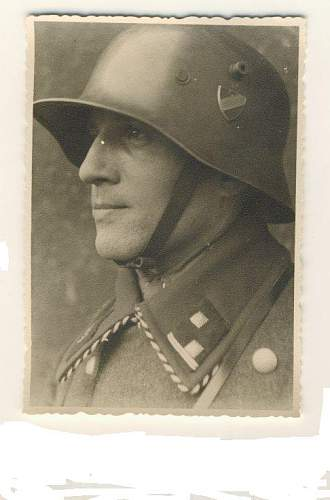 Click image for larger version.  Name:SA SOLDIER WITH HELMET.jpg Views:328 Size:45.3 KB ID:112400