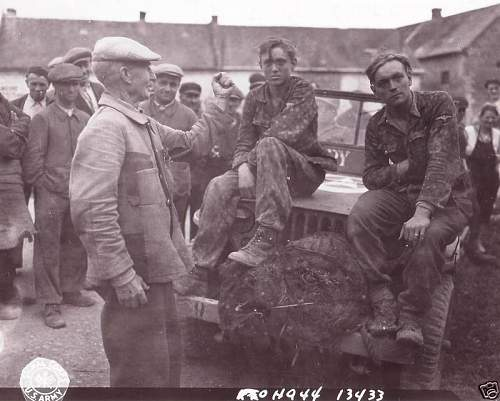 Click image for larger version.  Name:SS SOLDIER BEING HARRASED - FRONT.jpg Views:119 Size:58.0 KB ID:128722