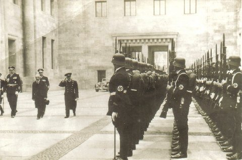 Rare Pictures of WWII meeting of Japense and Germans? Jap tour of Berlin?