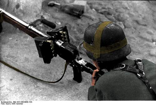 Click image for larger version.  Name:Tysk soldat med Panzerb�chse 39 2.jpg Views:160 Size:51.8 KB ID:157785