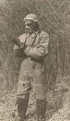 Click image for larger version.  Name:pilot suited up 001.jpg Views:163 Size:236.4 KB ID:195364