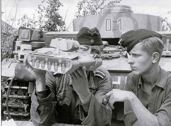 Click image for larger version.  Name:paper tank Kursk.jpg Views:2511 Size:79.8 KB ID:19776