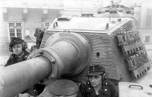 Click image for larger version.  Name:Panzermen in Tiger II With Zimmeritt.jpg Views:299 Size:59.7 KB ID:210590