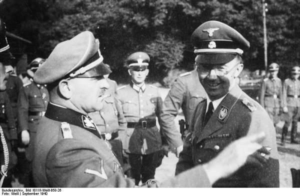 Click image for larger version.  Name:Bundesarchiv_Bild_101III-Weill-058-26,_Metz,_Heinrich_Himmler,_Sepp_Dietrich.jpg Views:1784 Size:57.9 KB ID:21176