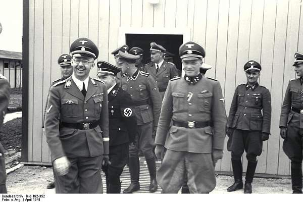 Click image for larger version.  Name:Bundesarchiv_Bild_192-352,_KZ_Mauthausen,_Himmlervisite.jpg Views:692 Size:63.9 KB ID:21203