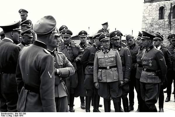Click image for larger version.  Name:Bundesarchiv_Bild_192-298,_KZ-Mauthausen,_Himmlervisite.jpg Views:993 Size:69.6 KB ID:21225