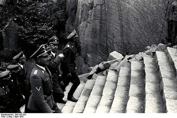 Click image for larger version.  Name:Bundesarchiv_Bild_192-301,_KZ-Mauthausen,_Himmlervisite.jpg Views:399 Size:97.0 KB ID:21254