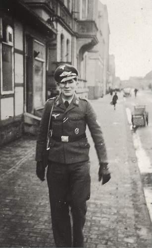Click image for larger version.  Name:Luftwaffe man orden.jpg Views:99 Size:190.5 KB ID:216200