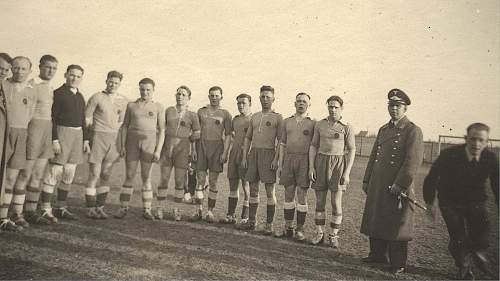 Click image for larger version.  Name:luft dagger with rugby team.jpg Views:114 Size:272.7 KB ID:216202
