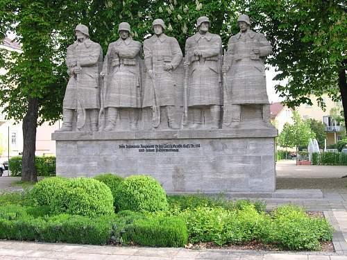 Click image for larger version.  Name:130 Worms_Infanterieregimentsdenkmal.jpg Views:174 Size:279.7 KB ID:217641