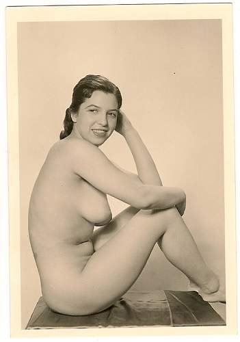 Click image for larger version.  Name:WW2 German nude.jpg Views:11260 Size:73.3 KB ID:218846