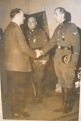 Name:  Hitler, Rattenhuber & Gesche.jpg Views: 1954 Size:  17.9 KB