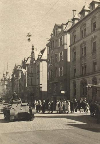 Click image for larger version.  Name:panzer in city2.jpg Views:121 Size:191.1 KB ID:219650