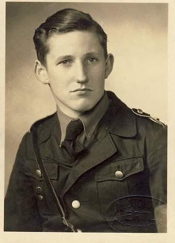 Portrait - pls help identify uniform
