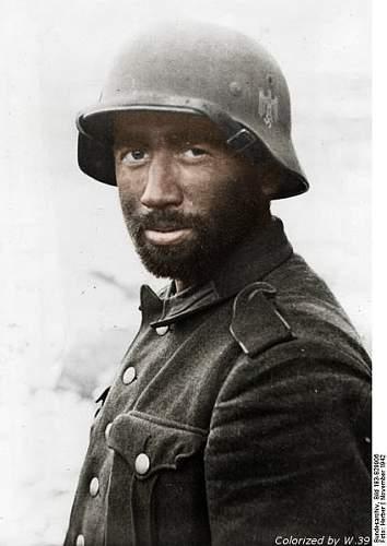 Click image for larger version.  Name:424px-Bundesarchiv_Bild_183-B29906,_Russland,_Kampf_um_Stalingrad,_Grenadier - Copy - Copy.jpg Views:79 Size:40.7 KB ID:235271