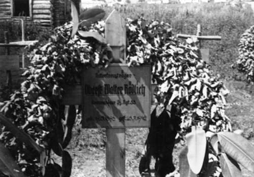 Click image for larger version.  Name:panzer reg33 walter rodlich grave.jpg Views:147 Size:136.1 KB ID:235933