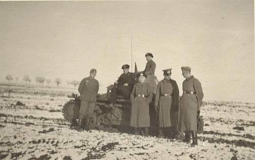 Click image for larger version.  Name:Panzer I and crew.jpg Views:84 Size:58.8 KB ID:236656