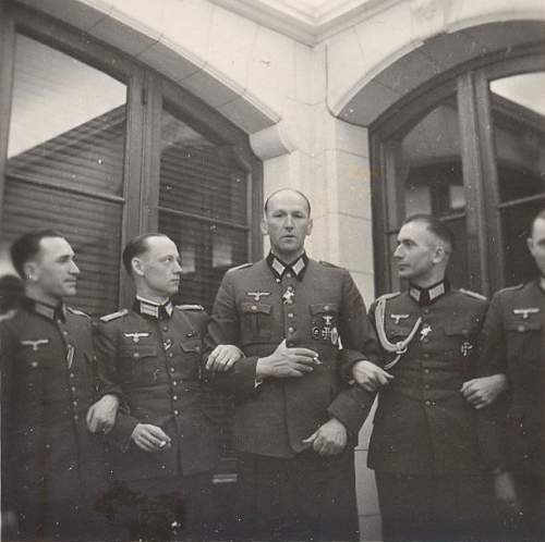 Click image for larger version.  Name:heer officers w spanges.jpg Views:202 Size:242.4 KB ID:245287