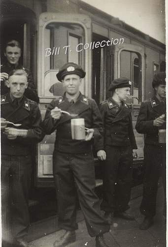 Click image for larger version.  Name:panzer berets 001_final.jpg Views:200 Size:222.7 KB ID:255384
