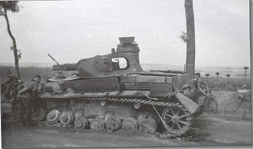 Click image for larger version.  Name:pz III amiens 1940 pr33.jpg Views:262 Size:215.2 KB ID:255995