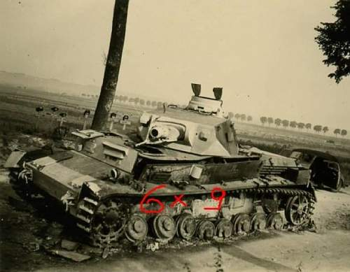 Click image for larger version.  Name:PzR33 Kod in Amiens 1940.jpg Views:97 Size:109.2 KB ID:255998