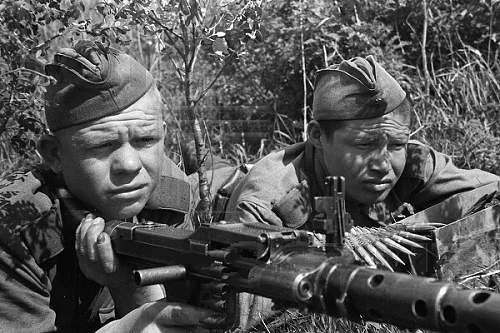 Pictures of WWII soldiers using enemy guns