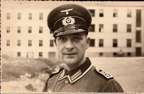 Click image for larger version.  Name:WehrmachtOfficerSmile.jpg Views:72 Size:66.9 KB ID:304227