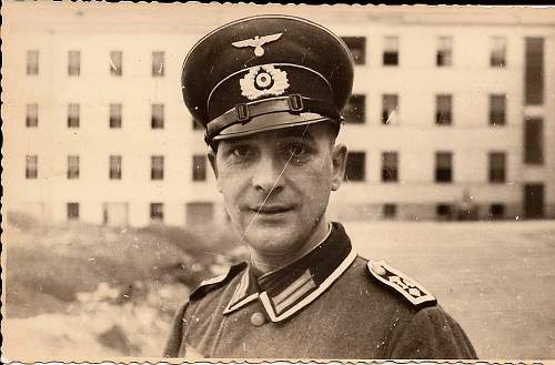 Click image for larger version.  Name:WehrmachtOfficerSmile.jpg Views:74 Size:66.9 KB ID:304227