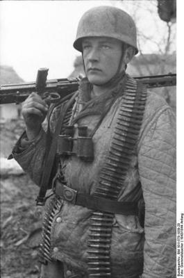 Name:  398px-Bundesarchiv_Bild_101I-578-1939-20_2C_Bei_Monte_Cassino_2C_Fallschirmj_C3_A4ger_mit_MG_und.jpg Views: 608 Size:  17.2 KB