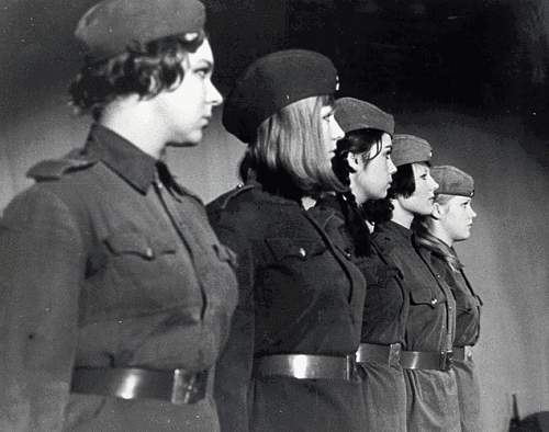 Click image for larger version.  Name:women soldiers1.JPG Views:1549 Size:115.5 KB ID:410896