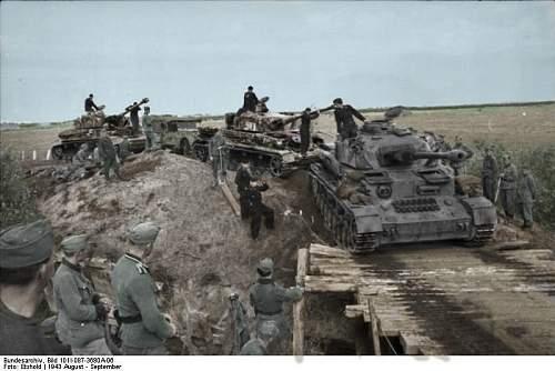 Click image for larger version.  Name:Bundesarchiv_Bild_101I-087-3680A-06,_Russland,_Panzer_IV copy.jpg Views:420 Size:207.9 KB ID:417720