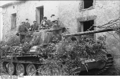 Click image for larger version.  Name:Bundesarchiv_Bild_101I-301-1955-22,_Nordfrankreich,_Panzer_V_(Panther)_mit_Infanterie.jpg Views:159 Size:75.5 KB ID:419995