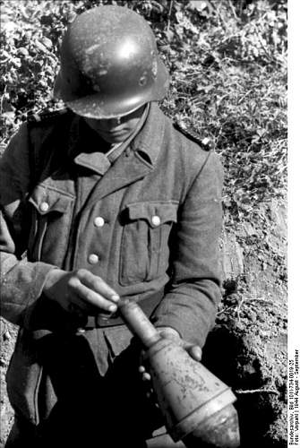 Click image for larger version.  Name:weapon_panzerfaust22.jpg Views:66 Size:71.5 KB ID:420045