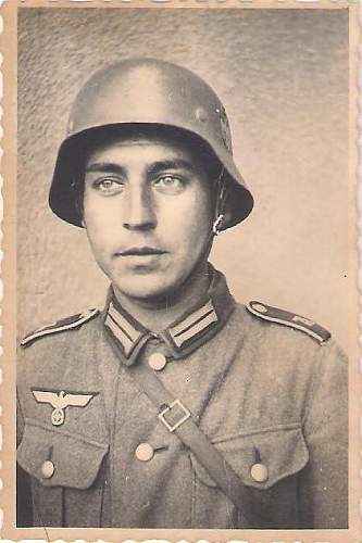Click image for larger version.  Name:German WWII soldiers 003.jpg Views:81 Size:39.8 KB ID:421541