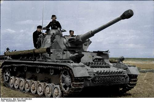Click image for larger version.  Name:Bundesarchiv_Bild_101I-175-1268-06A,_Griechenland,_Panzer_IV copy.jpg Views:656 Size:198.0 KB ID:427004