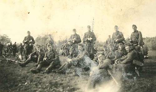 Click image for larger version.  Name:Photo 1 - 1942 Ostfront - Heer.jpg Views:36 Size:63.2 KB ID:441131