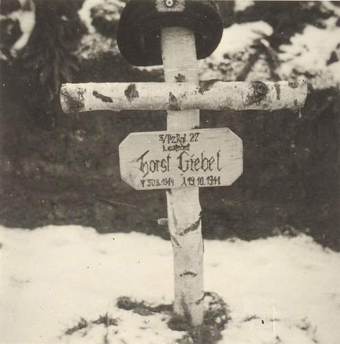 Click image for larger version.  Name:grave2.jpg Views:100 Size:120.1 KB ID:449324