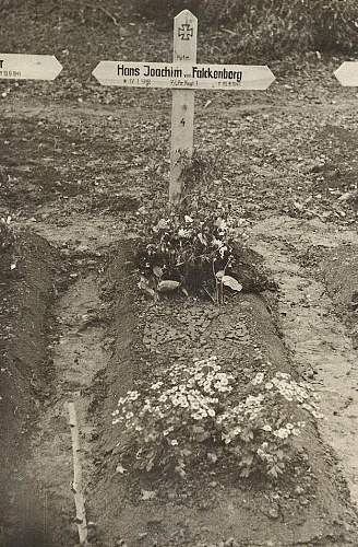 Click image for larger version.  Name:grave4.jpg Views:79 Size:139.5 KB ID:449325