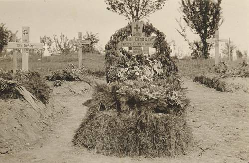 Click image for larger version.  Name:grave3.jpg Views:113 Size:233.2 KB ID:449345