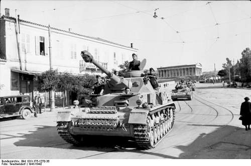 Click image for larger version.  Name:Bundesarchiv_Bild_101I-175-1270-36,_Athen,_Kolonne_von_Panzer_IV.jpg Views:308 Size:53.9 KB ID:505827