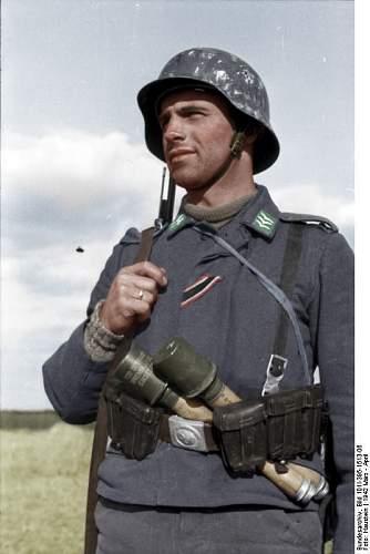 Click image for larger version.  Name:Bundesarchiv_Bild_101I-395-1513-06,_Russland,_Luftwaffensoldat copy.jpg Views:75 Size:211.9 KB ID:530393